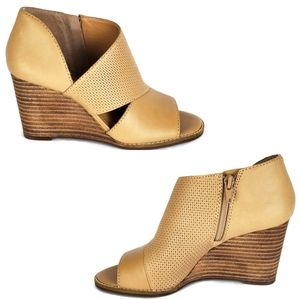 New Lucky brand jedrek perforated wedge bootie